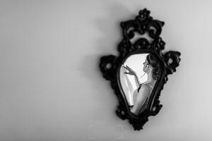 Boda en candelario, Patricia y Alfredo, Patricia reflejada en un espejo