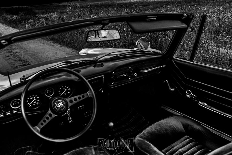 Boda en Alba de Tormes, Elena y Jose, sua piernas reflejadas en el retrovisor del coche