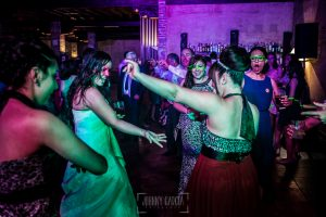 Boda en Alba de Tormes, Elena y Jose, Elena baila con sus amigas