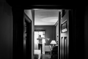 Boda en Alba de Tormes, Elena y Jose Jose en la habitación del hotel vistiendose