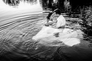 Boda en Alba de Tormes, Elena y Jose metidos en el agua del río Tormes