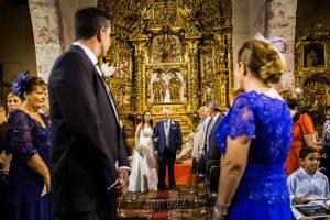 Boda en Alba de Tormes, Elena y Jose, entrada de Elena a la Iglesia