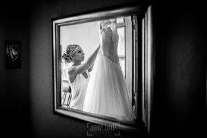 Boda en Béjar, post-boda en Los Barruecos, Lorena y Raúl, Lorena ve su vestido