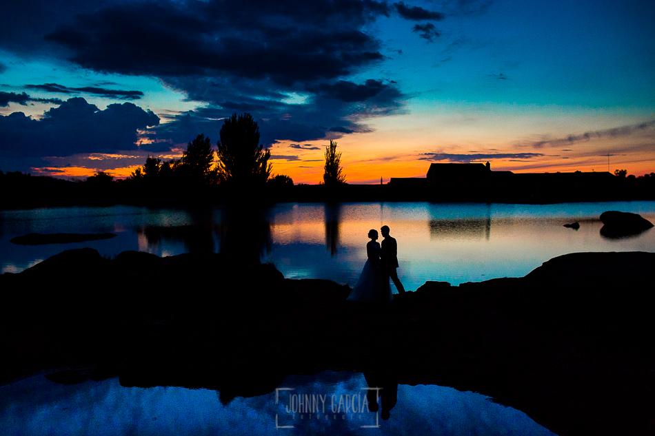 Boda en Béjar, post-boda en Los Barruecos, Lorena y Raúl, foto antes de anochecer en Los Barruecos