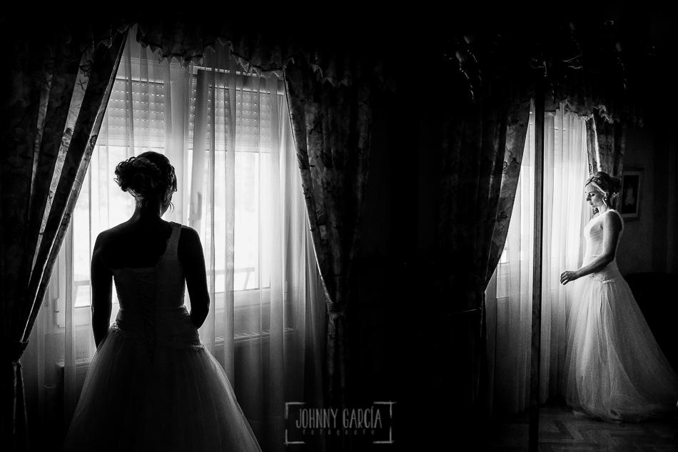 Boda en Béjar, post-boda en Los Barruecos, Lorena y Raúl, Un retrato de Lorena en su casa