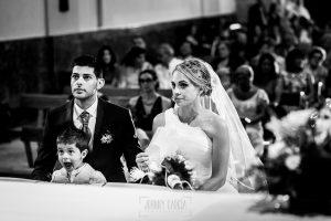Boda en Béjar, post-boda en Los Barruecos, Lorena, Raúl y Erick escuchando al sacerdote