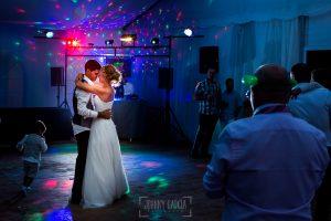Boda en Béjar, post-boda en Los Barruecos, Lorena y Raúl bailan al acabar la cena