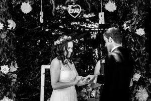 Boda en Hervás, Silvia y Roberto se ponen los anillos