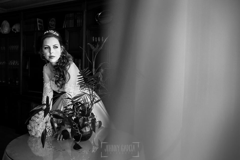Boda en Plasencia, Isabel + Rubén, un retrato de Isabel en su casa