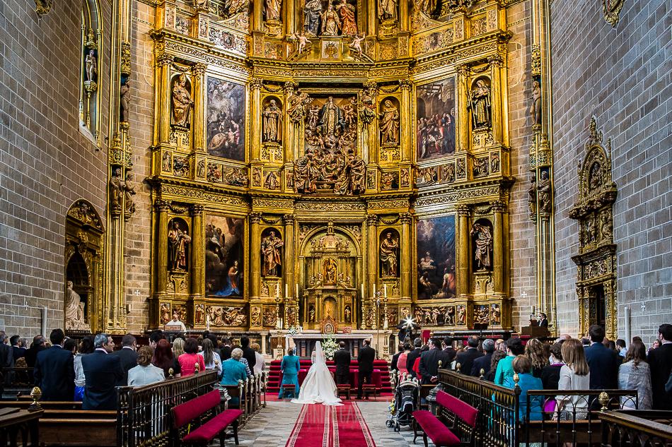 Boda en Plasencia, Isabel + Rubén, una vista desde atrás del altar de la Catedral de Plasencia
