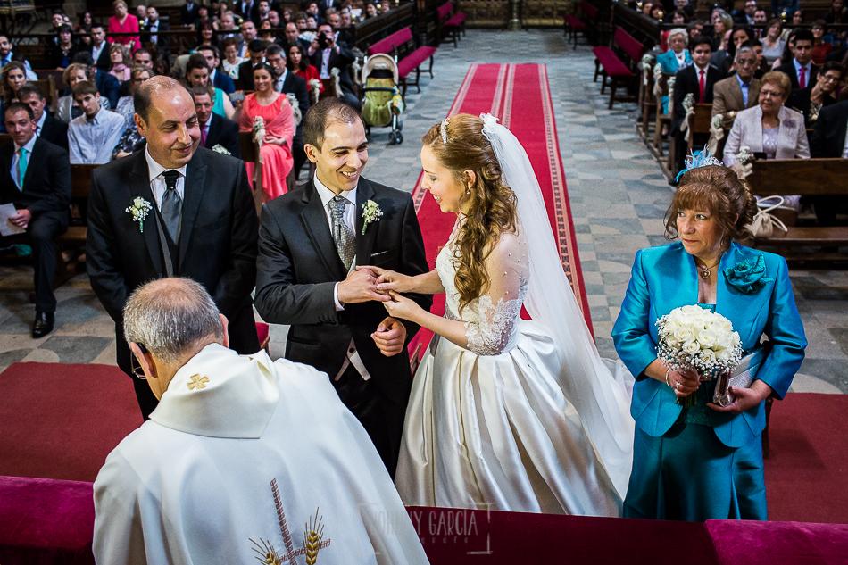 Boda en Plasencia, Isabel + Rubén intercambian los anillos de la boda