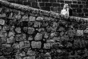 Boda en Plasencia, Isabel + Rubén, un retrato de la pareja por las traseras de la Catedral de Plasencia