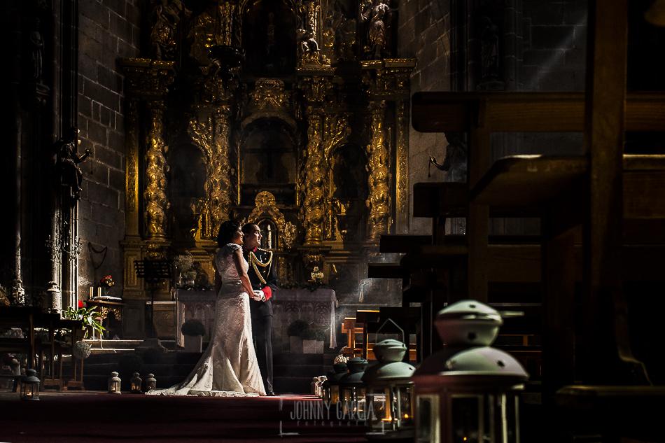 Postboda en Villatoro, Avila, Elia + Nacho dentro de la iglesia