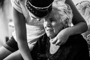 Boda en Salamanca, Elia + Nacho, Elia abraza a su abuela
