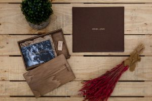 Ejemplo de libro de boda realizado por Johnny García. Lino marrón