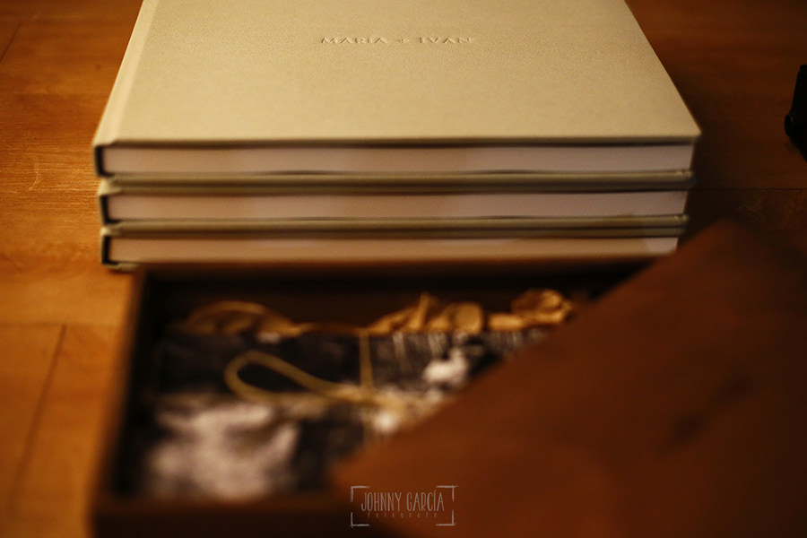 Ejemplo de libro de boda realizado por Johnny García. Detalle lomo.