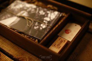Ejemplo de libro de boda realizado por Johnny García. Caja de madera con fotos
