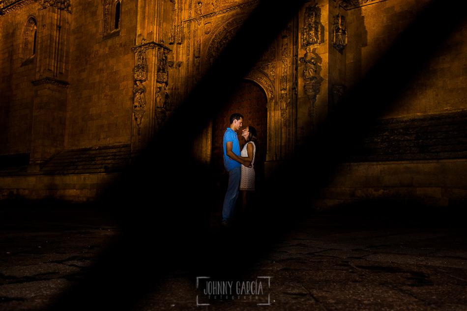 Pre boda en Salamanca, Cristina y Santiago en la puerta de la Catedral de Salamanca