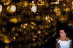 Boda en Hervás, Cáceres, Johnny García, fotógrafo de bodas en Extremadura, Ester y Juan Luis , 2015, Un retrato de Ester en la casa de sus padres