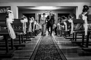 Boda en Hervás, Cáceres, Johnny García, fotógrafo de bodas en Extremadura, Ester y Juan Luis , 2015, Juan Luis entra a la Ermita de la mano de su madre