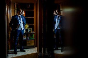 Boda en Hervás, Cáceres, Johnny García, fotógrafo de bodas en Extremadura, Ester y Juan Luis , 2015, un retrato de Juan Luis en la casa de sus padres