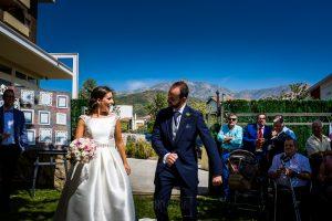 Boda en Hervás, Cáceres, Johnny García, fotógrafo de bodas en Extremadura, Ester y Juan Luis , 2015, Ester y Juan Luis entran al Hotel Sinagoga bailando