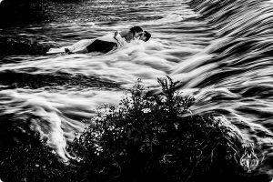 Fotografia de boda premiada en Wed Photo Spain España realizada por Johnny Garcia en el rio Tormes