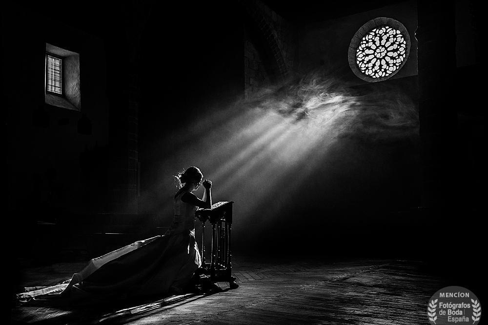 Entrevista Fotógrafos de Boda España, fotografia con mencion de honor en la cagoria de luz en el directorio Fotografos de Boda en España, realizada por Johnny Garcia en Candelario