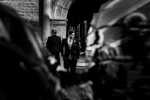 Boda en Valladolid, Alexandra y David, Johnny Garcia, David espera a la puerta del ayuntamiento de medina del campo