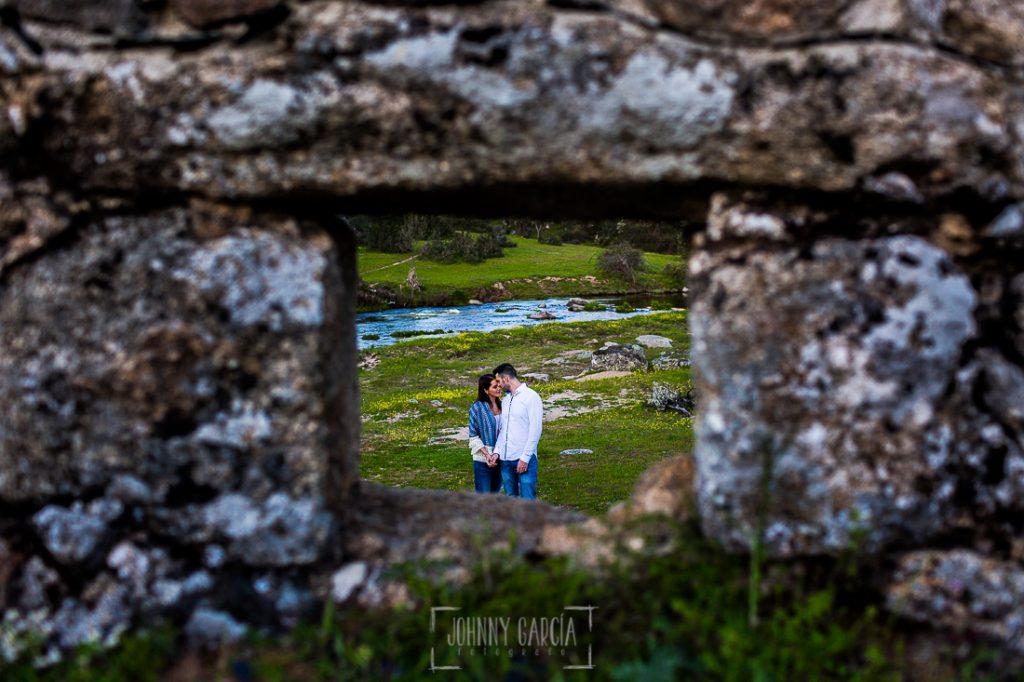 Pre boda en Salamanca de Noelia y Cesar realizada por Johnny Garcia, Noelia y Cesar a traves de un pequeño agujero del peunte