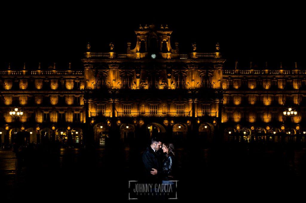 Pre boda en Salamanca de Noelia y Cesar realizada por Johnny Garcia, Noelia y Casar en la Plaza Mayor de Salamanca