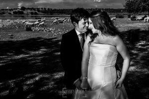 Boda en Almaraz, Cáceres, Marta y Samuel, realizada por Johnny Garcia, fotógrafo de bodas en Extremadura, un retrto de la pareja en la sesión de exteriores