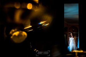 Boda en Almaraz, Cáceres, Marta y Samuel, realizada por Johnny Garcia, fotógrafo de bodas en Extremadura, un retrto de Marta ya vestida