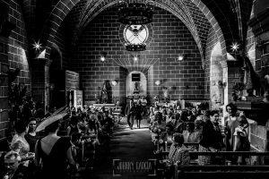 Boda en Almaraz, Cáceres, Marta y Samuel, realizada por Johnny Garcia, fotógrafo de bodas en Extremadura, una vista de la iglesia desde atras