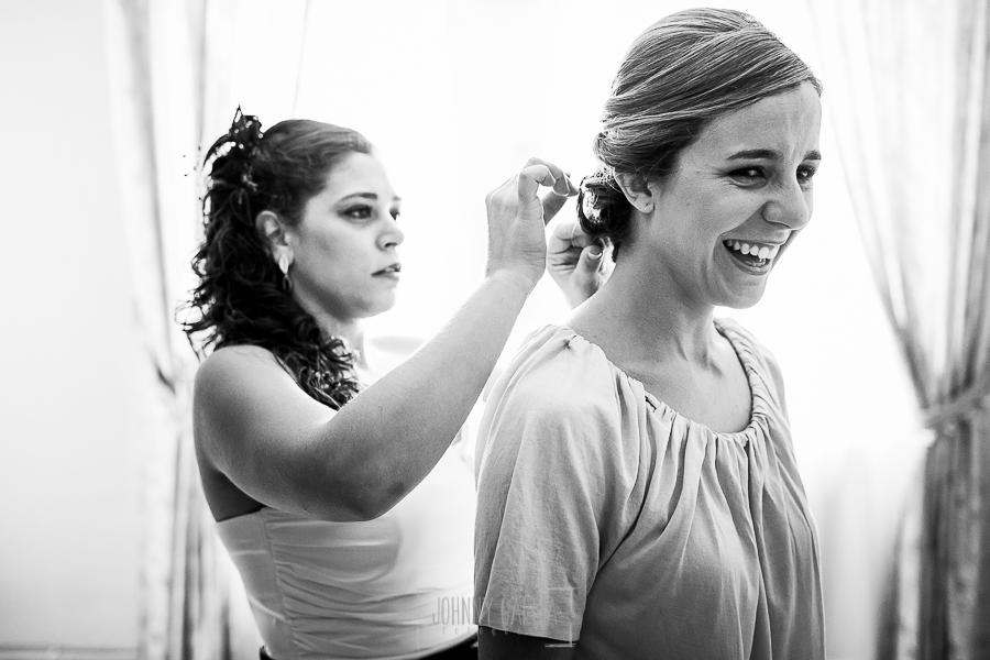 Boda en Béjar de Cristina y Santiago realizada por Johnny Garcia, una amiga de Cristina la ayuda con el peinado