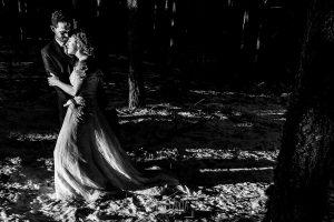 Boda en Béjar de Cristina y Santiago realizada por Johnny Garcia, Un retrato de la pareja en la sierra de Béjar