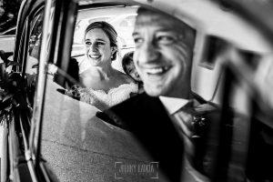 Boda en Béjar de Cristina y Santiago realizada por Johnny Garcia, Cristina llega en coche al Castañar de Béjar