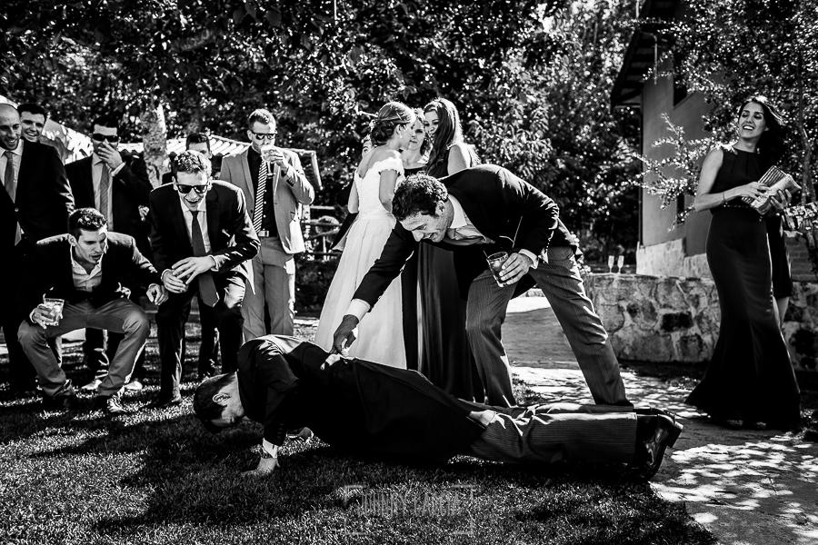 Boda en Béjar de Cristina y Santiago realizada por Johnny Garcia, los amigos de Santiago le obligan a realizar flesiones