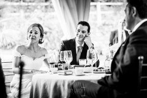Boda en Béjar de Cristina y Santiago realizada por Johnny Garcia, la pareja emocionada escuchando unas palabras que le dedican