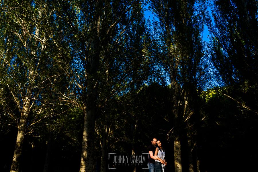 Pre boda en Bejar de Maria Jose y Jose Carlos realizada por Johnny Garcia en Bejar, Salamanca, en el 2016, un retrato de la pareja