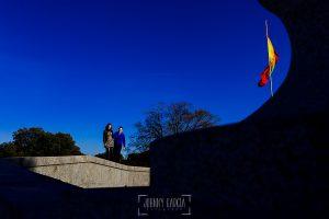 Pre boda en Boadilla del Monte de Laura y Manuel realizada por el fotógrafo de bodas en España Johnny Garcia, Laura y Manu en el puente romano de Boadilla del Monte