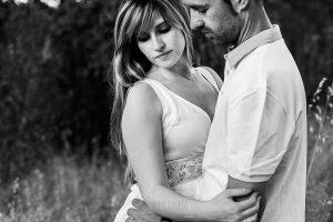 Pre boda en Mohedas de Granadilla de Esmeralda y Luis Miguel realizada por el fotógrafo de bodas en España Johnny Garcia en 2016, un retrato de Esmeralda y Luis Miguel