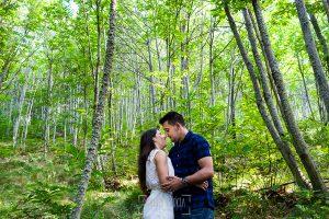 Pre boda en Bejar, Salamanca de Marisol y Manuel realizada por el fotografo de bodas en España Johnny Garcia en 2016, retrato de Marisol y Manuel en el castañar de Bejar