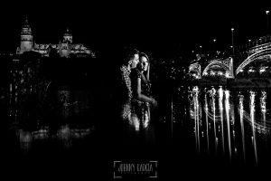Pre boda Salmantina de Laura y Jonatan realizada por el fotógrafo de bodas en España Johnny García en Salvatierra de Tormes y en Salamanca, un retrato de Laura y Jonatan, al fondo la catedral de Salamanca