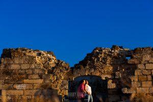 Pre boda Calvarrasa de Arriba de Ana Cristina y Feliciano, realizada por Johnny García, fotógrafo de bodas en Salamanca, la pareja junto a la ermita