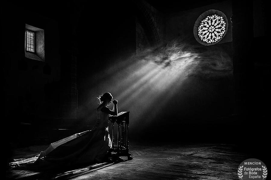 Mejor fotógrafo de boda del año 2016, Fotógrafos de Boda en España, foto ganadora de Johnny García tomada en la Iglesia de Candelario