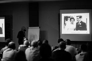 Foto de Emilio a Johnny García durante la ponencia de Conecta, encuentro nacional de fotógrafos de boda en España, Valencia