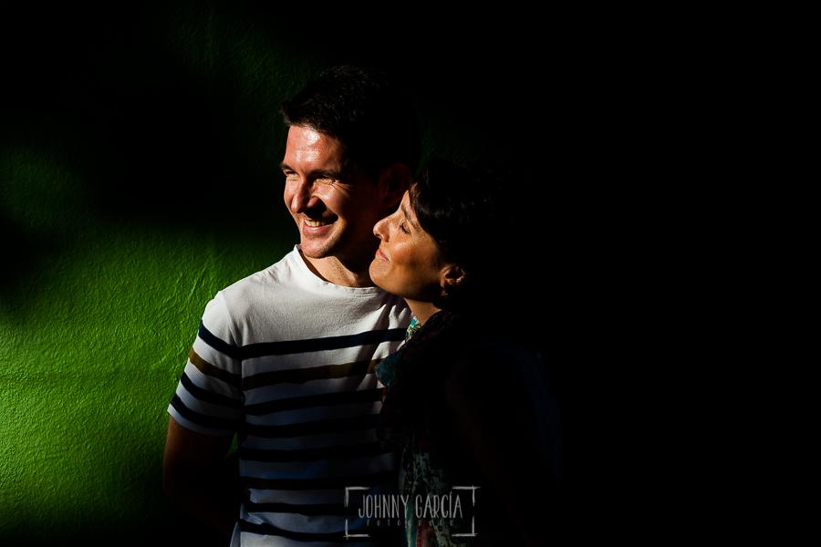 Fotografía de la pre boda en Tornavacas de Mercedes y Fran, realizada por Johnny García, fotógrafo de bodas en Extremadura, un retrato de la pareja antes de ponerse el sol