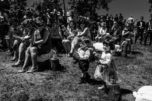 Boda en Hervás de Tamara y Sergio realizada por Johnny García, fotógrafo bodas Extremadura, los niños llevan los anillos y arras
