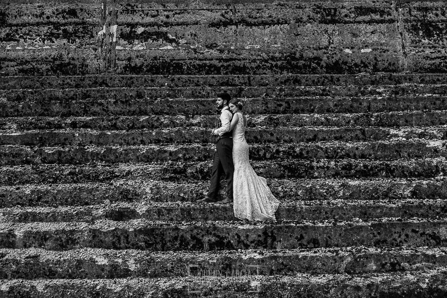 Boda en Hervás de Tamara y Sergio realizada por Johnny García, fotógrafo bodas Extremadura, un retrato de los novios en Extremadura